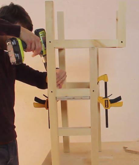 fixer planche sur structure