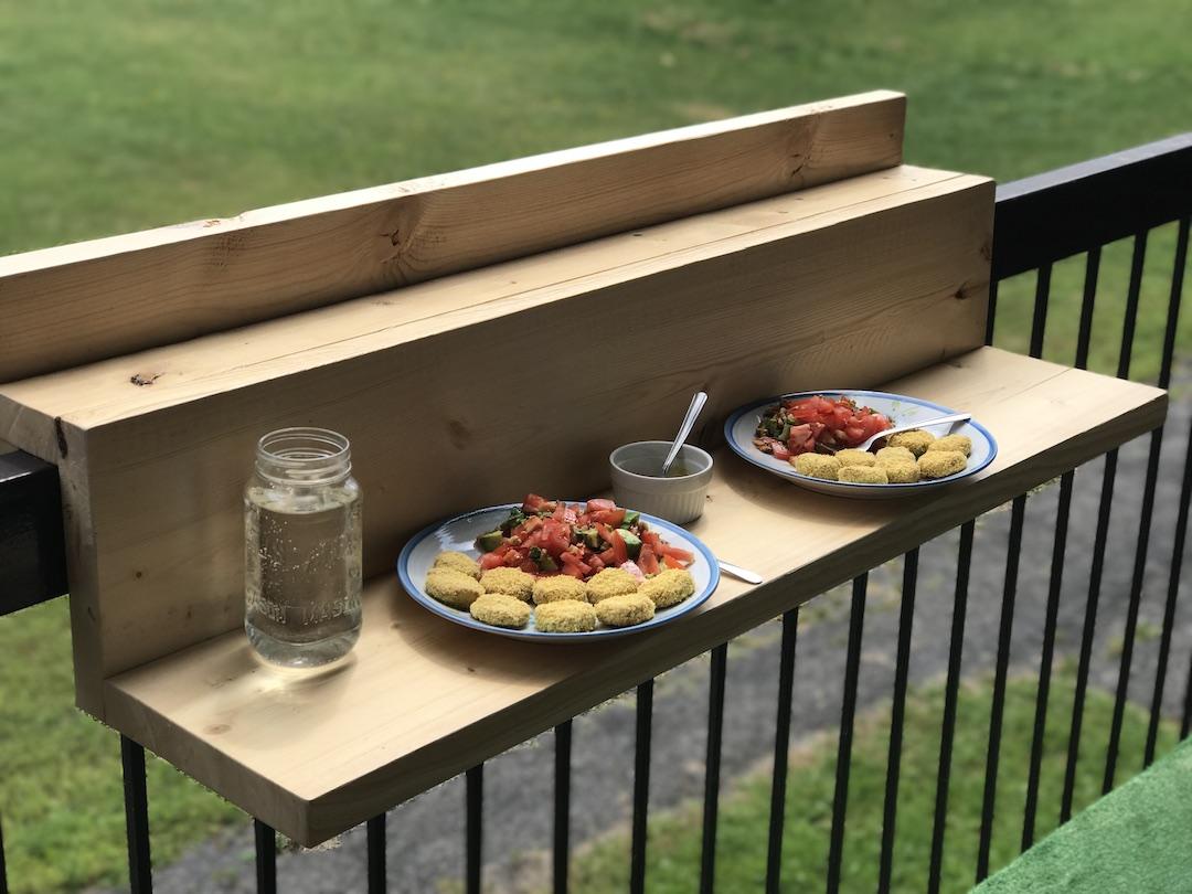 Dejeuner sur son balcon